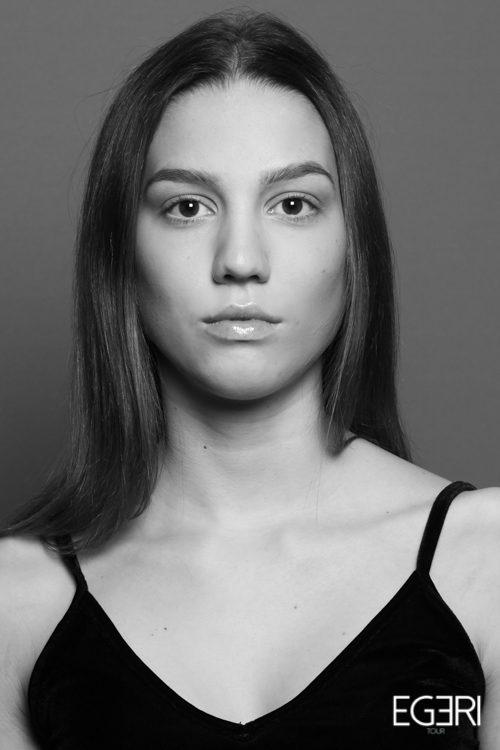 Valeria AR.