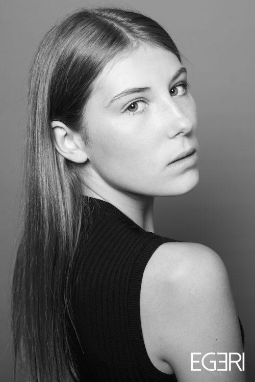 Manon JO.
