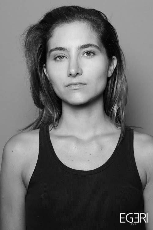 Elise JO.